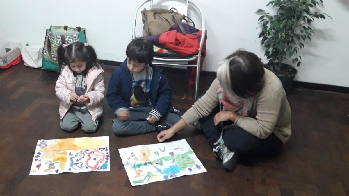 La Casita es el lugar en el que un grupo de profesionales de la educación asisten en las tareas escolares y brindan un espacio recreativo