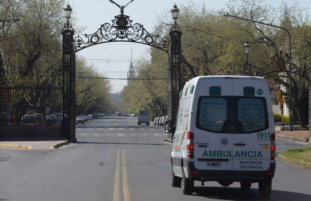Los portones del Parque General San Martín. Mendoza y la vuelta a Fase 1 por la pandemia de coronavirus. Foto: Martín Pravata / Diario UNO.