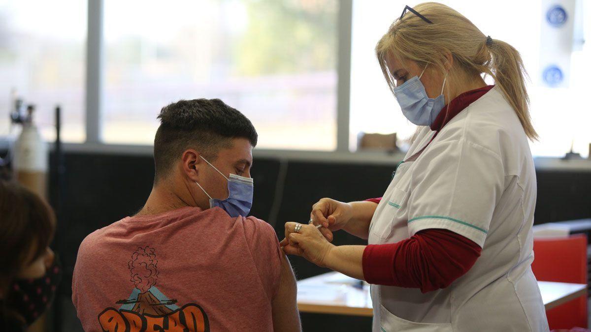 La vacunación Covid a menores de 18 años comezará en breve.