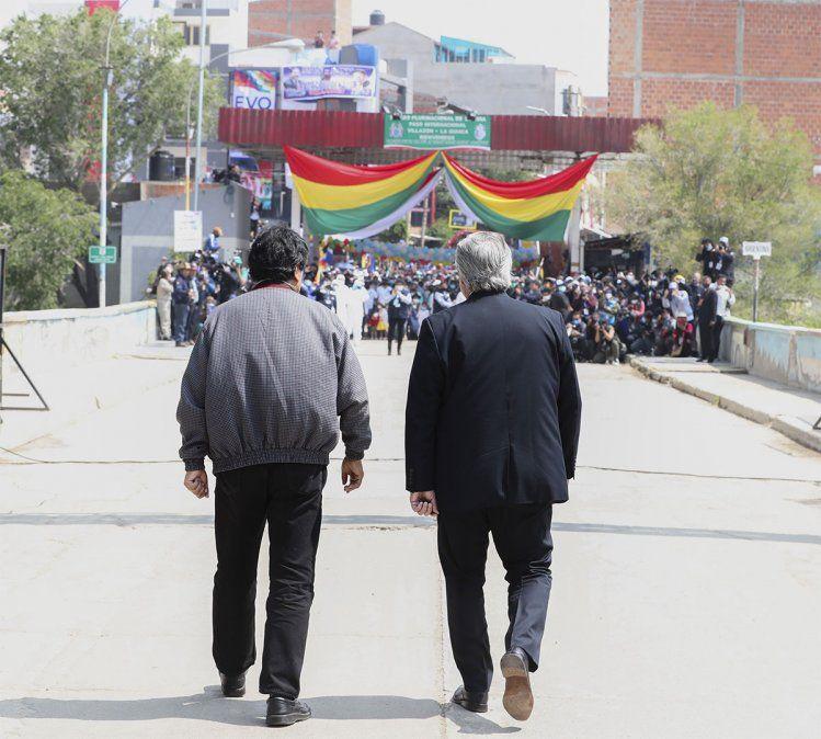 Evo Morales abandonó este lunes la Argentina y agradeció al presidente argentino Alberto Fernández a quien llamó hermano. Foto: NA.