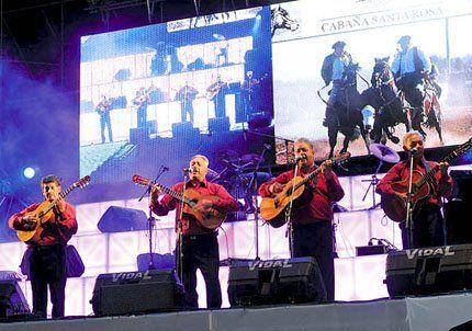 La 3ª noche de Rivadavia Canta al País convocó a unas 30 mil personas