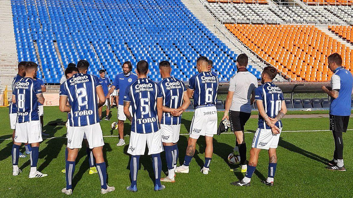 Diego Martínez paró el posible eqiuipo que jugará el lunes en Rosario.