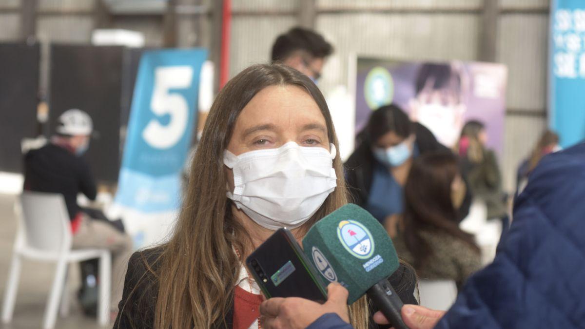 La subsecretaria de Planificación y Coberturas Públicas Sanitarias de la provincia, Mariana Álvarez, visitó distintos puntos de vacunación contra el Covid en Mendoza, y se mostró muy conforme con la organización del dispositivo.