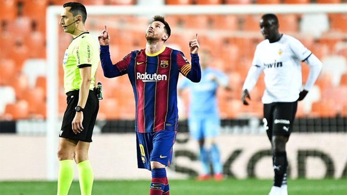 Barcelona sigue en la lucha gracias a un gran doblete de Messi