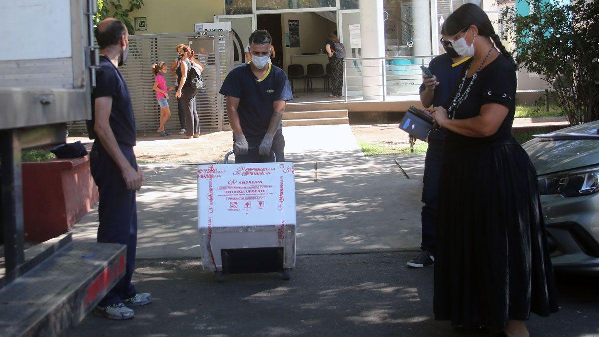 La segunda partida de las dosis de Sputnik V que arribaron este viernes a Mendoza se destinarán exclusivamente para el personal de Salud.