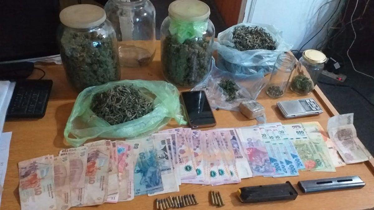Parte de los elementos secuestrados en el domicilio donde se producía aceite de cannabis de manera ilegal.