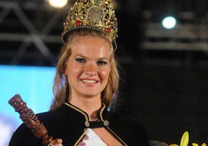 Guaymallén coronó a María Luz Fernández como reina de la Vendimia