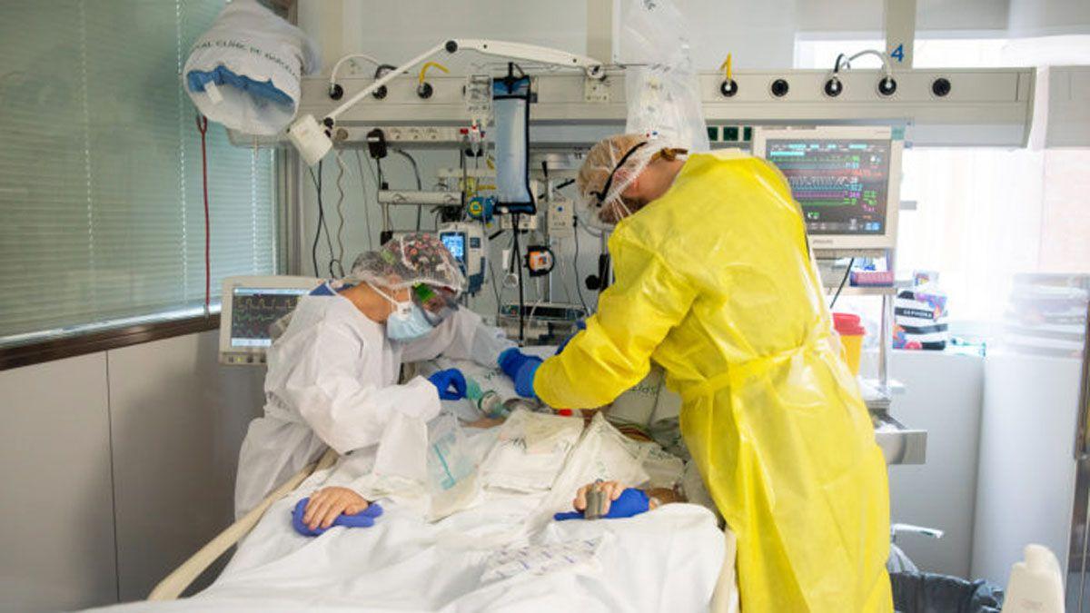 Hay mucho trabajo en los hospitales del país por los casos de coronavirus.