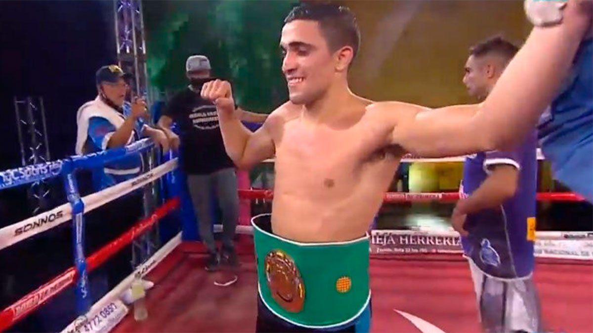 Kevin Muñoz retuvo el título sudamericano supermosca