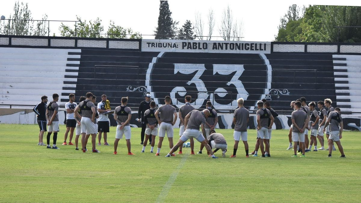 El Lobo hizo fútbol en el Victor Legrotaglie. Foto: gentileza Prensa Gimnasia y Esgrima.