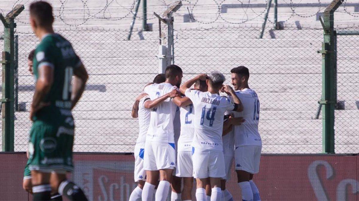 Vélez superó a Sarmiento y lidera la Zona 2