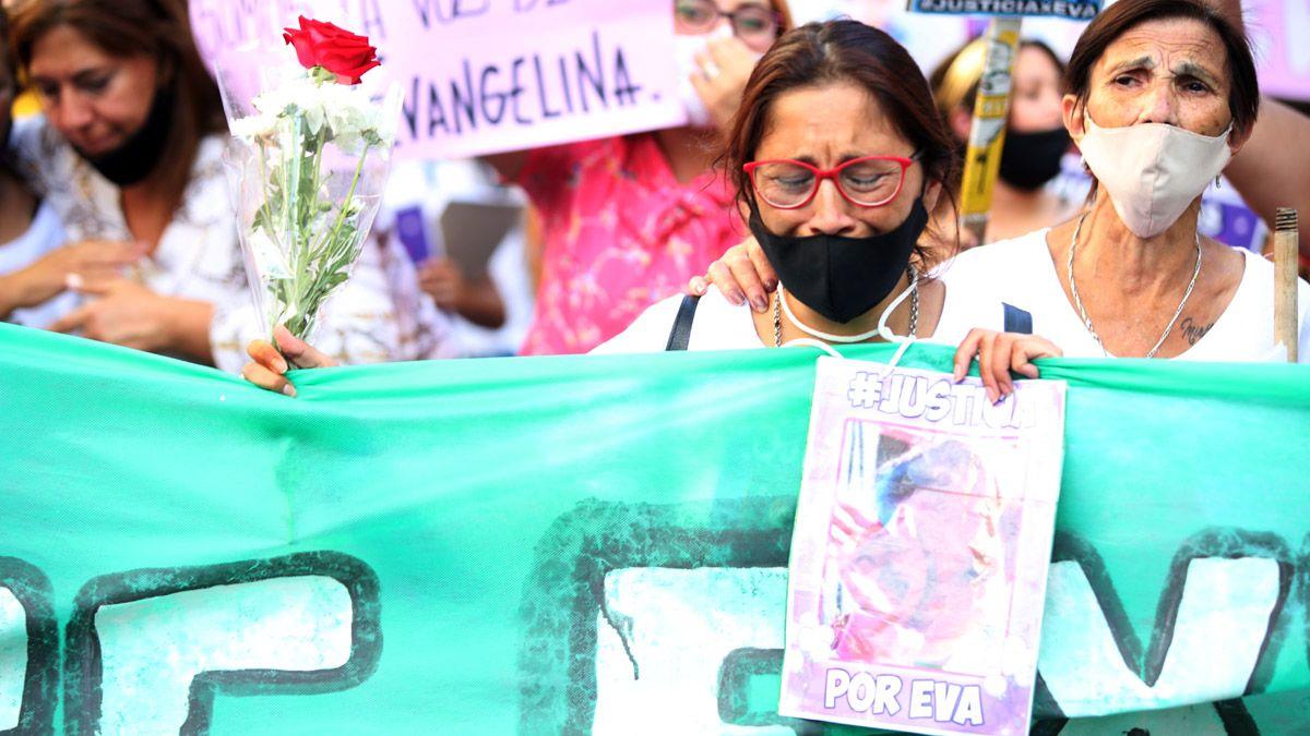 La mamá y la abuela de Evangelina Quiroga marcharon por las calles céntricas acompañados por varios centenares de amigo