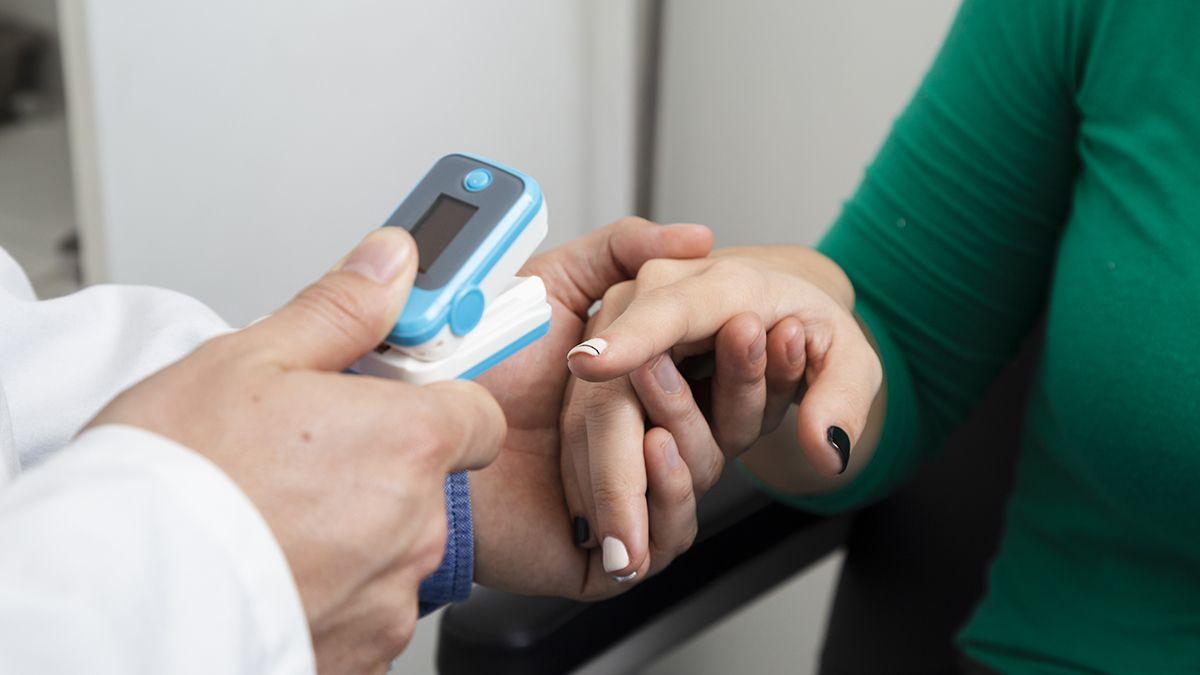 Hay faltante de oxímetros por la alta demanda de los pacientes aislados en las casas a raíz de los casos de coronavirus en Mendoza.
