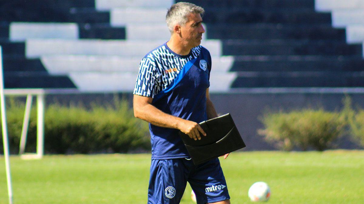 Gabriel Gómez mete tres cambios para jugar de visitante ante Morón.