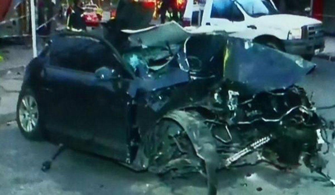 Iban a toda velocidad, tomando alcohol y filmándose: se estrellaron y dos chicas murieron