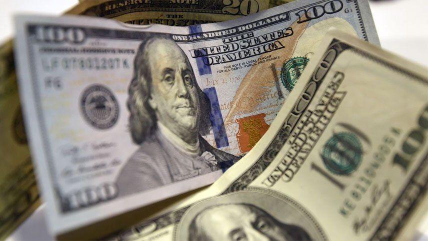 Trucos para comprar dólares: los bancos van por las cuentas de los tramposos