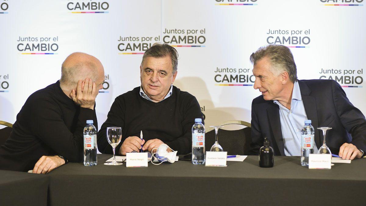Figuras de Juntos por el Cambio. Horacio Rodríguez Larreta, Mario Negri y Mauricio Macri.