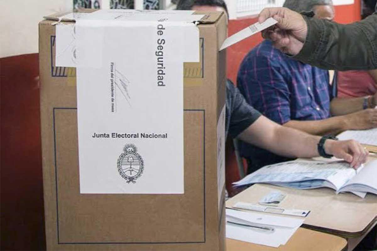 El Gobierno promulgó la ley que modificó el calendario electoral por la pandemia de coronavirus: las PASO el 14/9 y las elecciones generales el 14/11.