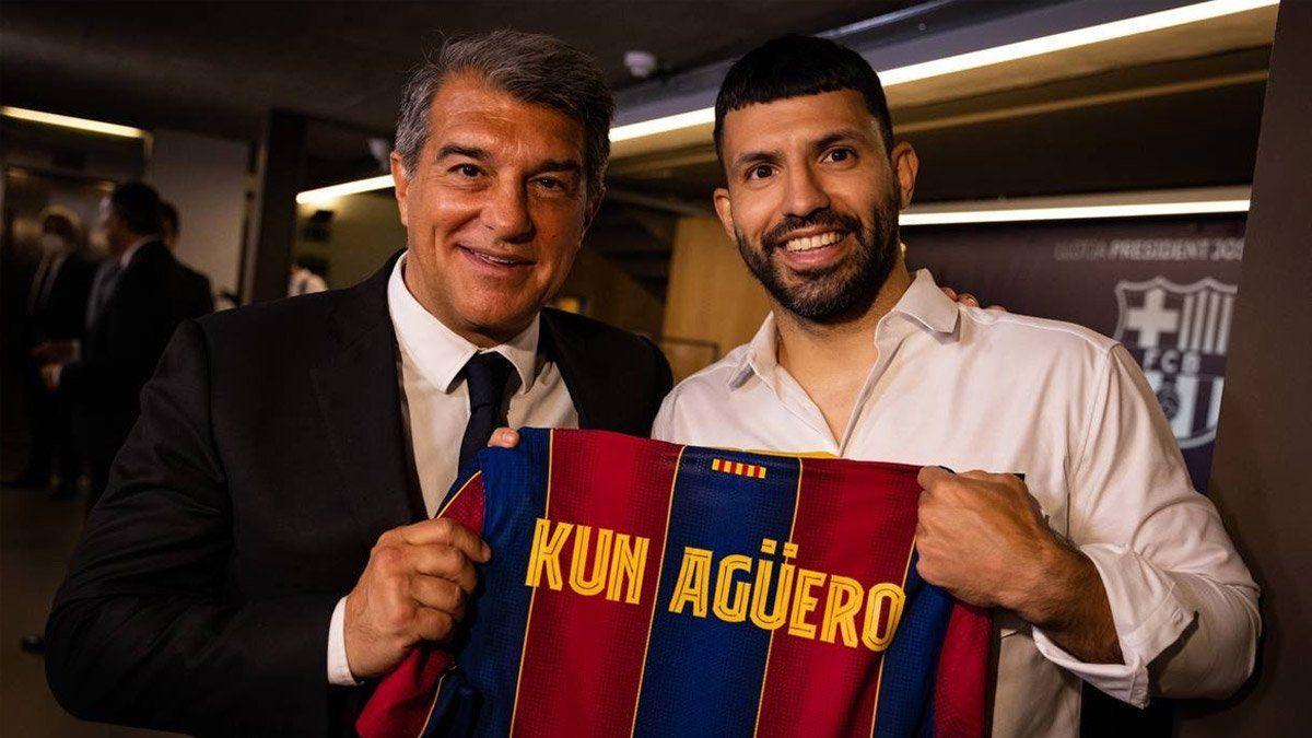 El Kun Agüero llegó a la Argentina y se sumó a la Selección