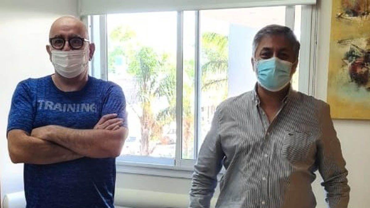 El periodista Ricardo Montacuto junto a Leonardo Barbato