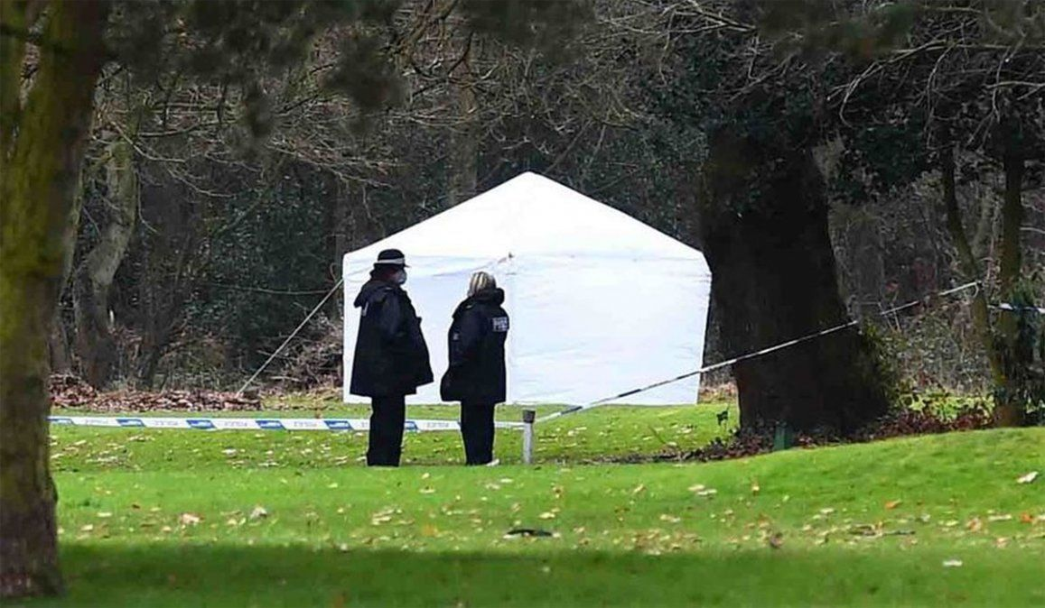 El cuerpo de un bebé fue hallado en el campo de golf de Brackenwood de Inglaterra. El lunes le harán la autopsia al recién nacido