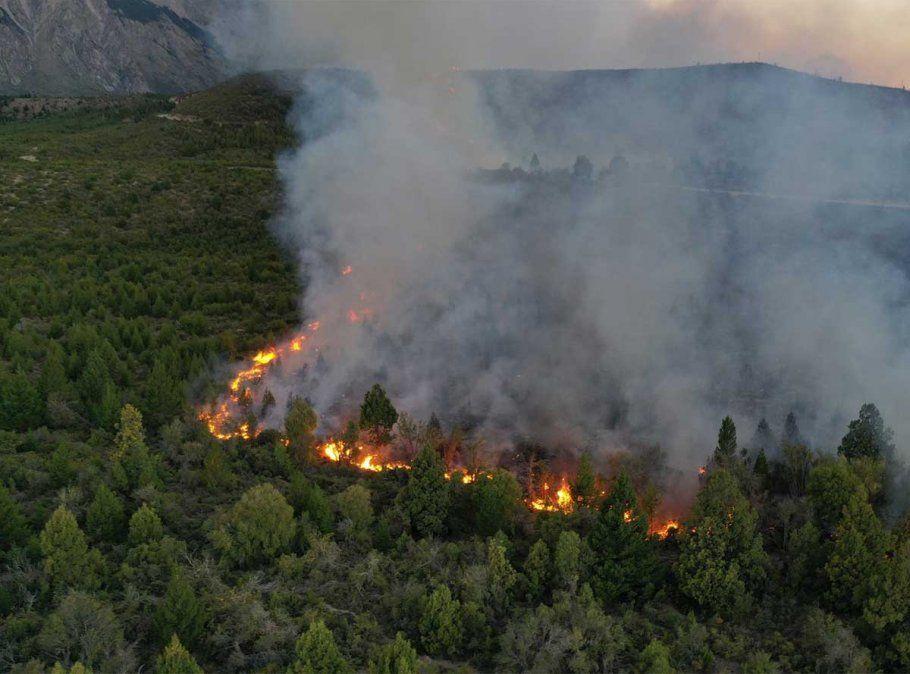 Más de 6 mil hectáreas fueron arrasadas por un inmenso incendio en El Bolsón