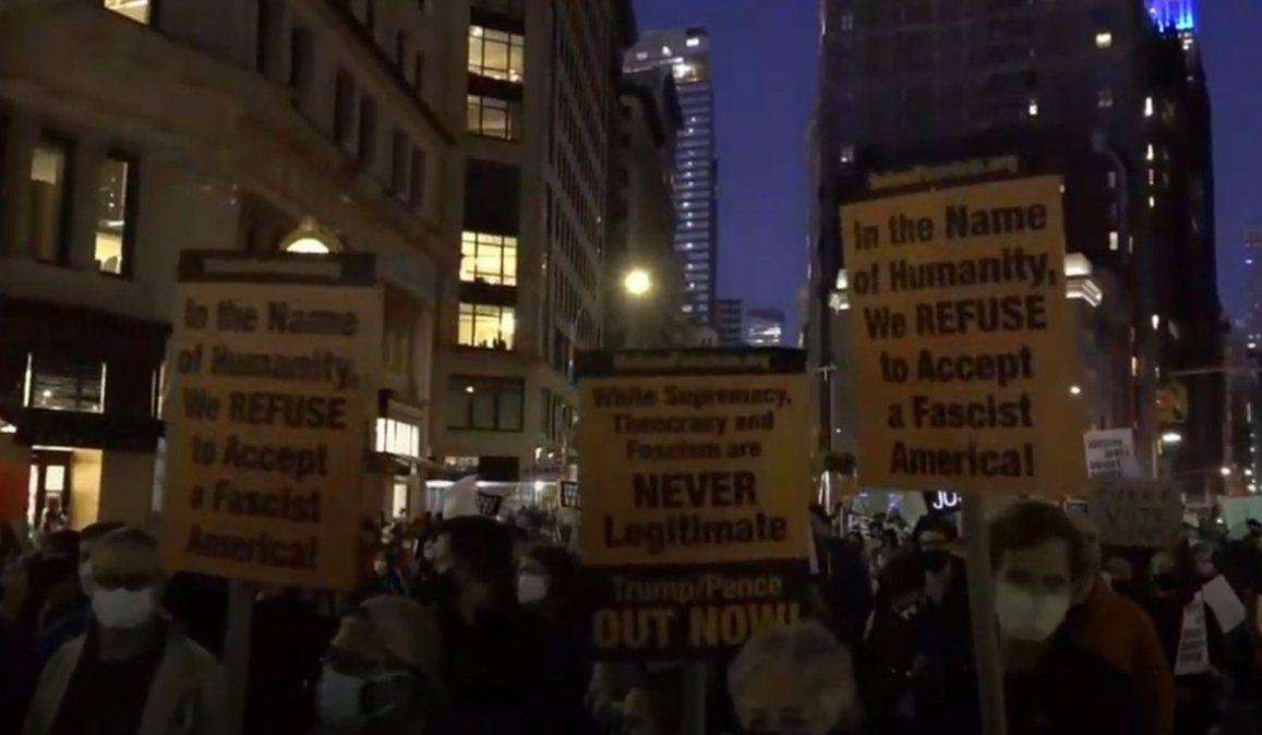 Cientos de manifestantes salieron a las calles en Nueva York a proestar luego de las elecciones