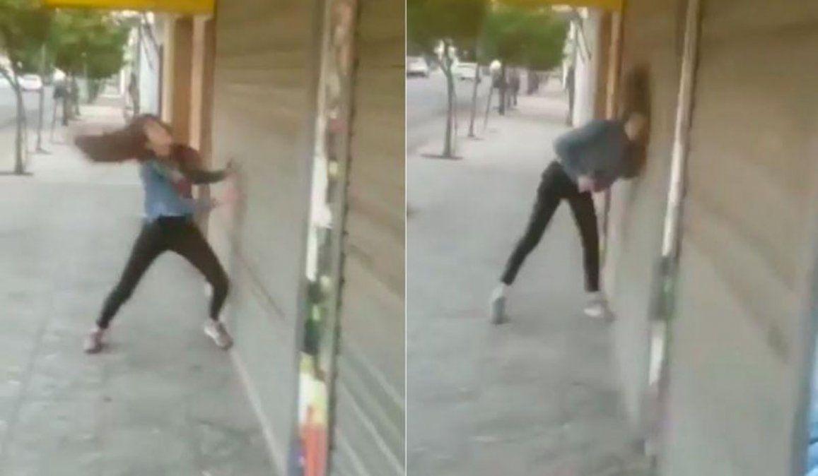 Video: desmayó a su novio y se golpeó sola la cabeza contra una persiana