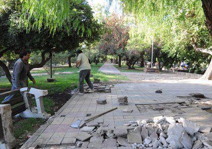 Capital comenzó a refaccionar plazas y continuará con obras viales