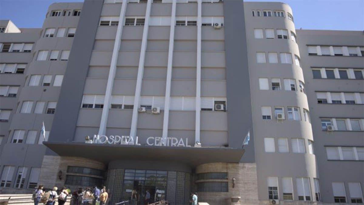 La pareja lavallina que fue atropellada por un conductor de auto que se dio a la fuga debió ser trasladada desde el hospital Sicoli al Hospital Central