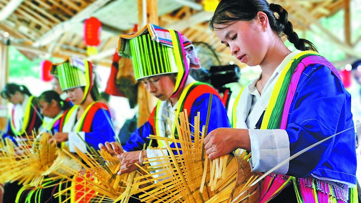 El tejido se ha convertido en una industria en auge en la aldea de Dachong