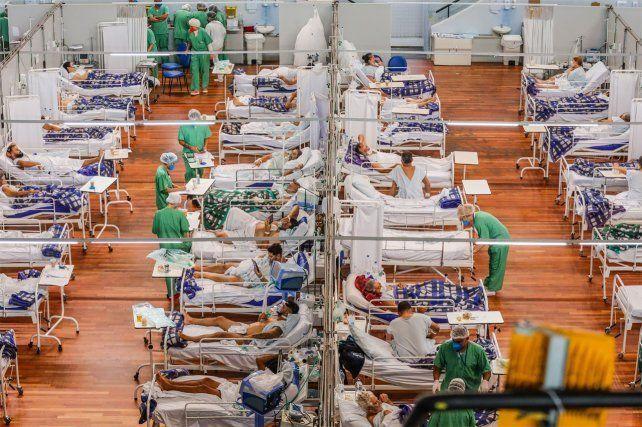 Los profesionales de la salud advirtieron que Brasil atraviesa una calamidad sin límites que se caracteriza por un colapso hospitalario y funerario