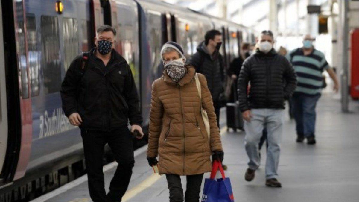 Autoridades del Reino Unido anunciaron la identificación de una nueva cepa de coronavirus.