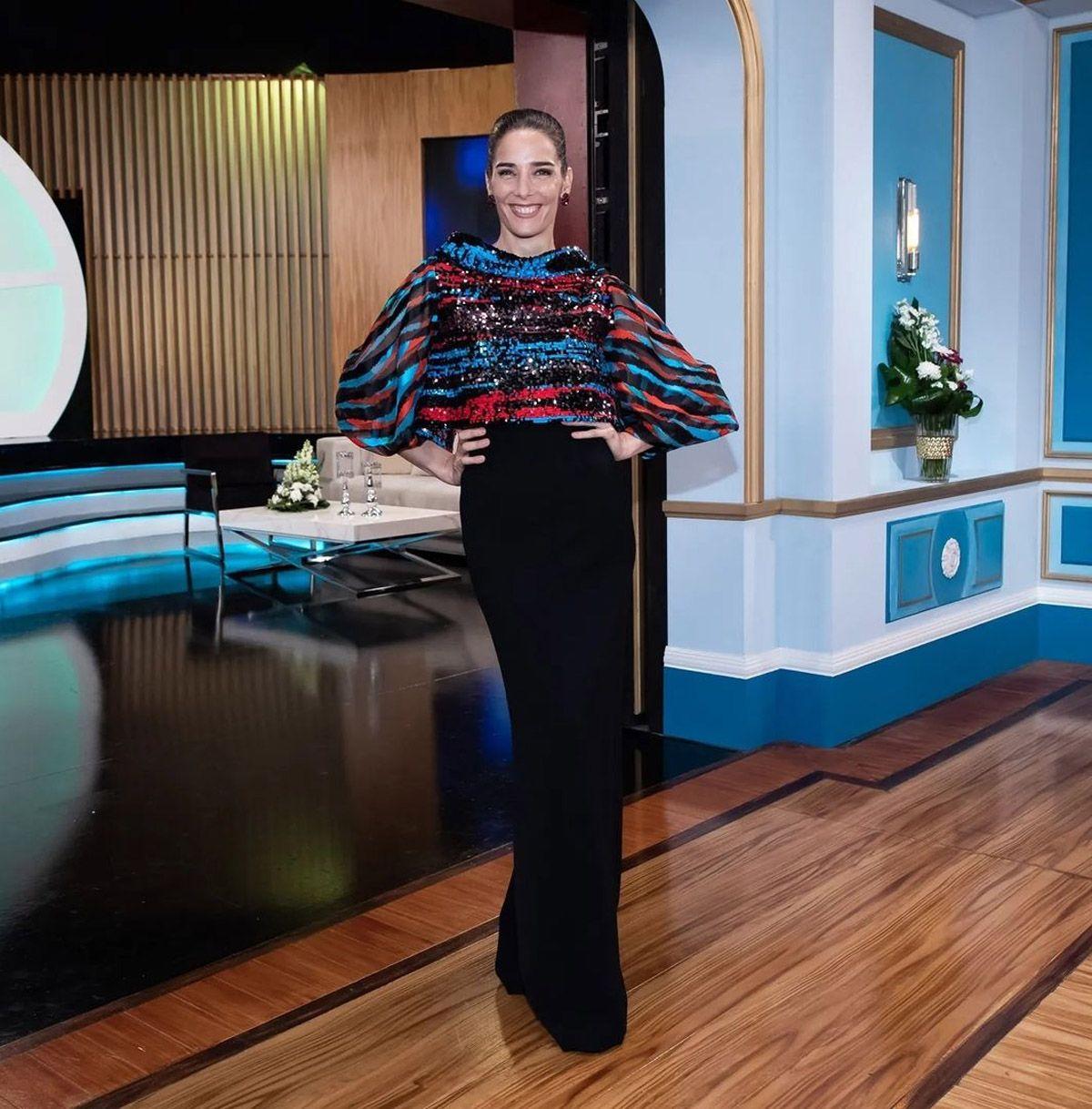 El look de Juana Viale en una nueva edición de La Noche de Mirtha