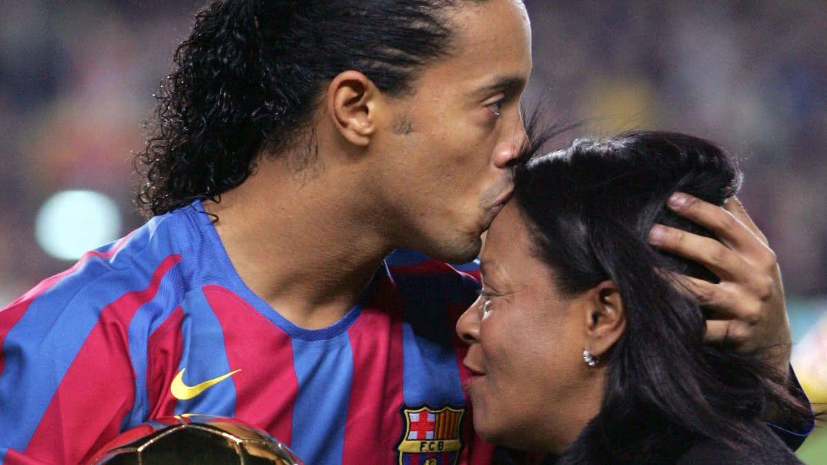 Ronaldinho sufre la partida de su mamá Doña Miguelina