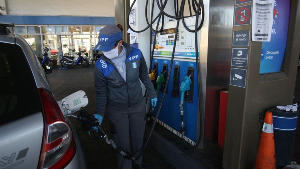 Aumentó por tercera vez en el mes el precio de combustibles de YPF