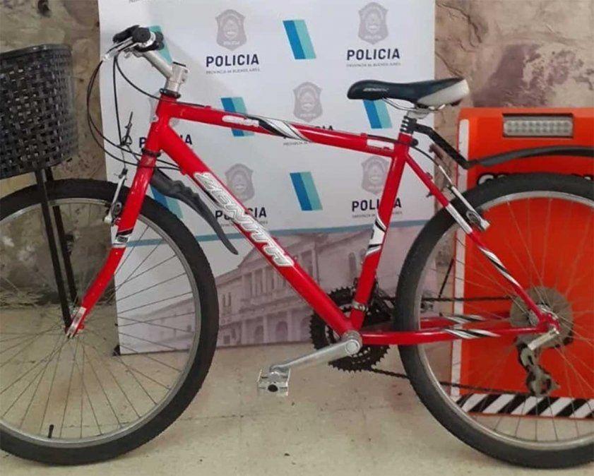 Un hombre peruano de 29 años que tenía pedido de expulsión del país robó una bicicleta en pleno centro de Mar del Plata y quiso venderla por Facebook.