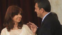 Cristina y Massa firmaron una resolución para frenar el ingreso de personal