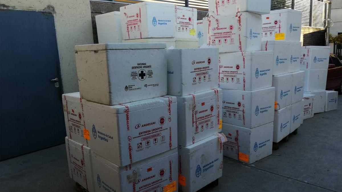 Llegan a Mendoza vacunas Sputnik V y AstraZeneca parar ampliar el calendario de vaunación contra el Covid.