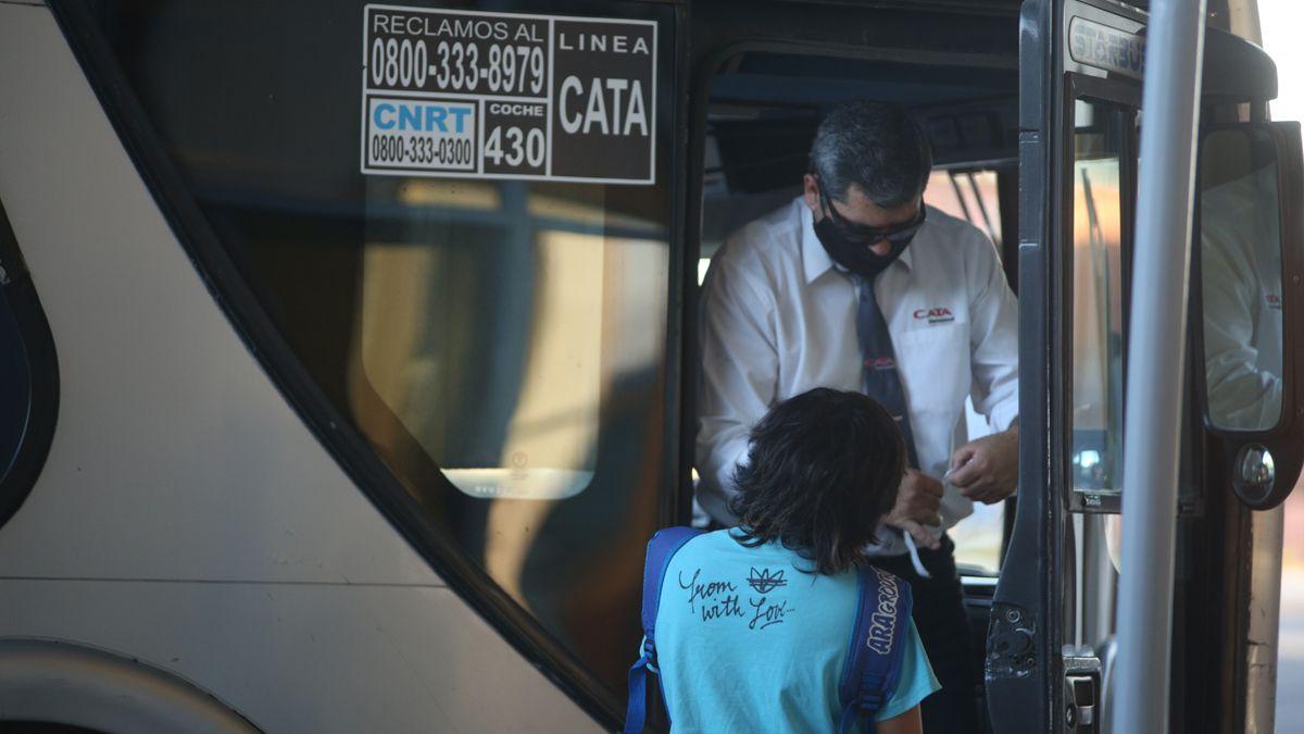 El Gobierno estableció una compensación de emergencia por 900 millones de pesos a las empresas de transporte de pasajeros de jurisdicción nacional.